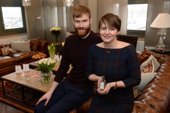 Sean Dunn, Stefanie Hanssen (Frau Tonis Parfum)_1